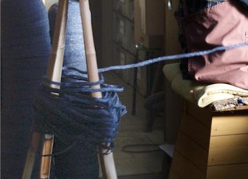 縫う前の紐状の麦わら