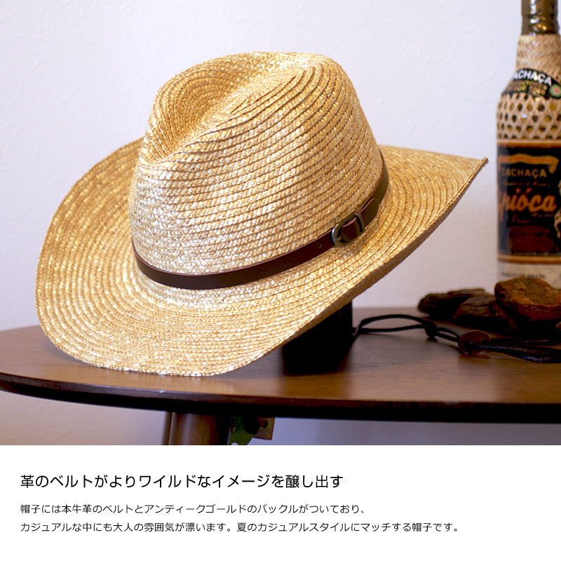 帽子には本牛革のベルトとアンティークゴールドのバックルがついており、カジュアルな中にも大人の雰囲気が漂います。夏のカジュアルスタイルにマッチする帽子です。