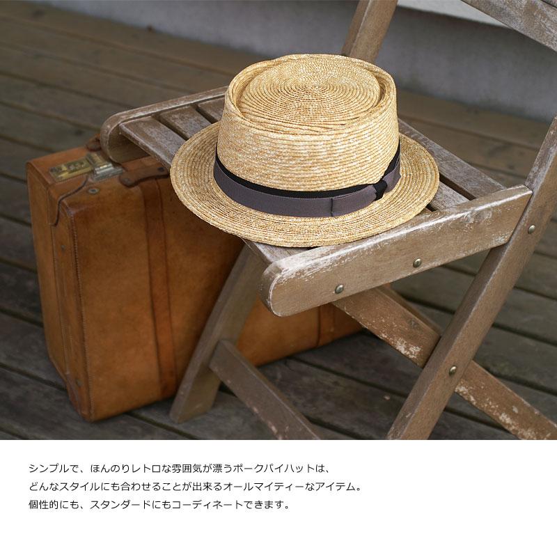 【田中帽子店】 UK-H036Enzo(エンゾ)ポークパイハット/7-8mm サイズ 頭周り/59cm(57.5〜59cm) ※面テープにて調整可能 本体サイズ(約):高さ8.5cm×前後×29cm×左右26.5cm つばの長さ/4cm 重さ/95g※職人による手作りですので、製品により個体差があります。あらかじめご了承ください。素材:麦わら、ポリエステル、レーヨン 仕様:59cm(57.5〜59cm) ※面テープにて調整可能生産国:日本カラー:2色/ナチュラル、ブラウン