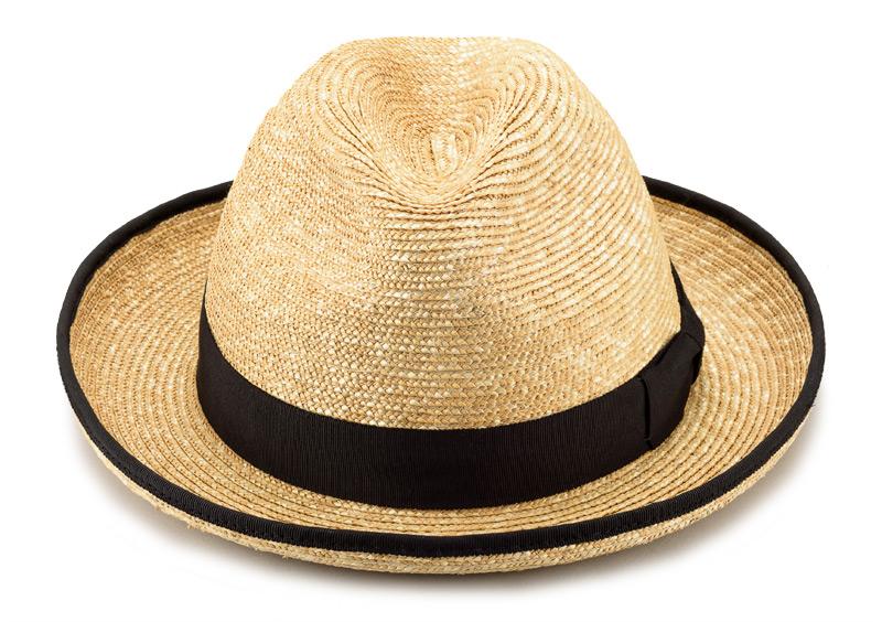 田中帽子店 uk-h053 Marc マルク ホンブルグ 麦わら帽子(58.5cm) シンプルなフォルムなので、コーディネートしやすいデザイン。ブリムエッジにはパイピングが施してあり、スタイリッシュな印象。場所を選ばず、街中、ビーチなどのリゾートなどでも使えるアイテムです。