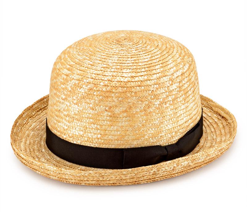 田中帽子店 uk-h065 Carla カーラ ボーラーハット 麦わら帽子 57.5cm 男性でも女性でもかぶれるおしゃれなボーラ—ハット トップが丸く、ツバの短い形が特長のボーラーハット。日本では山高帽とも呼ばれ、文字通り山(クラウン)が高いことからこの名前がついています。男性でも女性でもおしゃれにかぶることができる丸いシルエット。定番の中折れ帽やキャップなどに比べ、一見敷居の高い帽子に感じますが、丸顔、面長の方にも似合う帽子です。中折れ帽や他のハットを敬遠しがちな方、他のハットが似合わない方には是非試していただきたい帽子です。