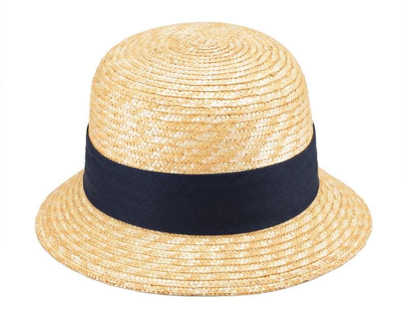 田中帽子店 uk-h069 Sala サラ 麦わら クロッシェ 57.5cm フランス語で「釣り鐘」を意味するクロッシェ クロッシェはクラウンが丸く深く、短いブリムが特徴です。カジュアルな雰囲気の可愛らしさを持ちながら、顔を覆うシルエットがエレガントな雰囲気であり、フェイスラインをすっきりと明るく見せる女性らしい帽子です。