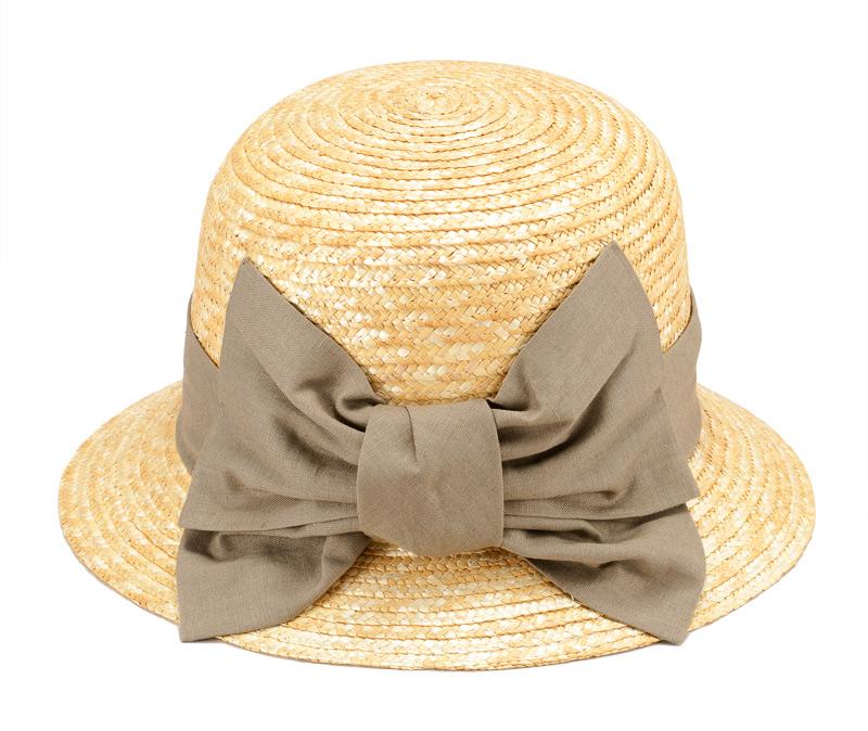 田中帽子店 uk-h069 Sala サラ 麦わら クロッシェ 57.5cmつばは短めですが、顔全体を覆うためしっかり日除けができます。また、特徴的な綿麻の大きなリボンは爽やかで夏らしさを醸し出します。