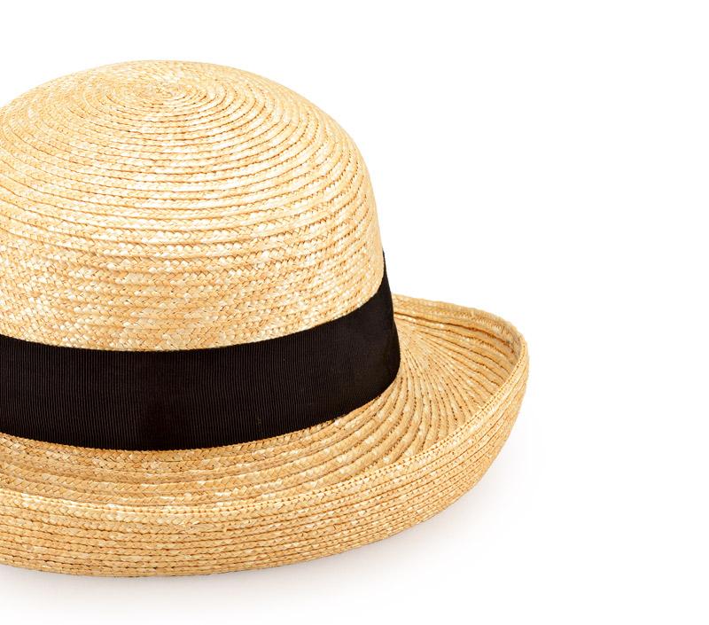 田中帽子店 uk-h071 Bruton ブルトン 麦わら ブルトン 56.5cm ブリムの曲線がやさしい印象の麦わら帽子 巻き上がったブリムのエッジと丸いクラウンが特徴で、麦わらならではの優しいカーブを描くつば先は、ほどよくエレガント。上がった前のつば先は顔の印象を明るくし、きちんとした印象を与えます。どんなファッションにも合わせやすいアイテムです。