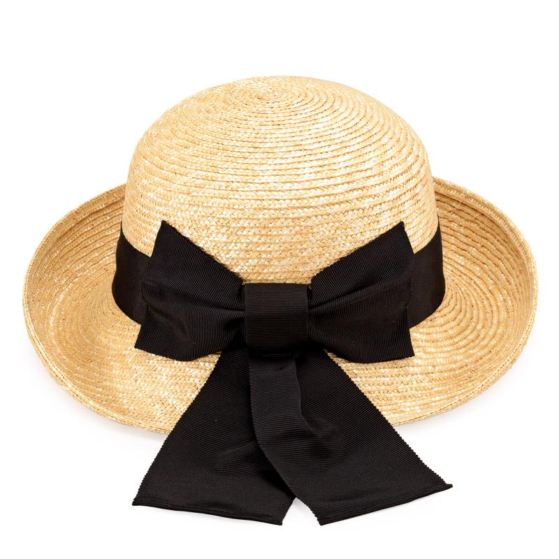 田中帽子店 uk-h071 Bruton ブルトン 麦わら ブルトン 56.5cm 麦わらのナチュラルカラーにブラックリボンの定番スタイル。落ち着いた雰囲気の中にも、太めのリボンの結び目が、かわいらしさを演出してくれます。