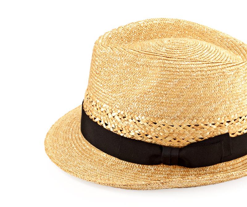 田中帽子店 uk-h073 Timèo ティメオ メッシュ中折れ麦わら帽 男性用 59cm 機能性も備えた伝統手工芸品 麦わら帽子に使われるのは主に大麦の茎。それを7本組み、真田ひも状に編んだ「麦わら真田」が材料です。麦わらは空気をよく通し、帽子内にこもりがちな熱を放出し、熱中症対策にもなります。湿度の高い日本の夏こそ、昔ながらの麦わら帽子の良さを実感してください。