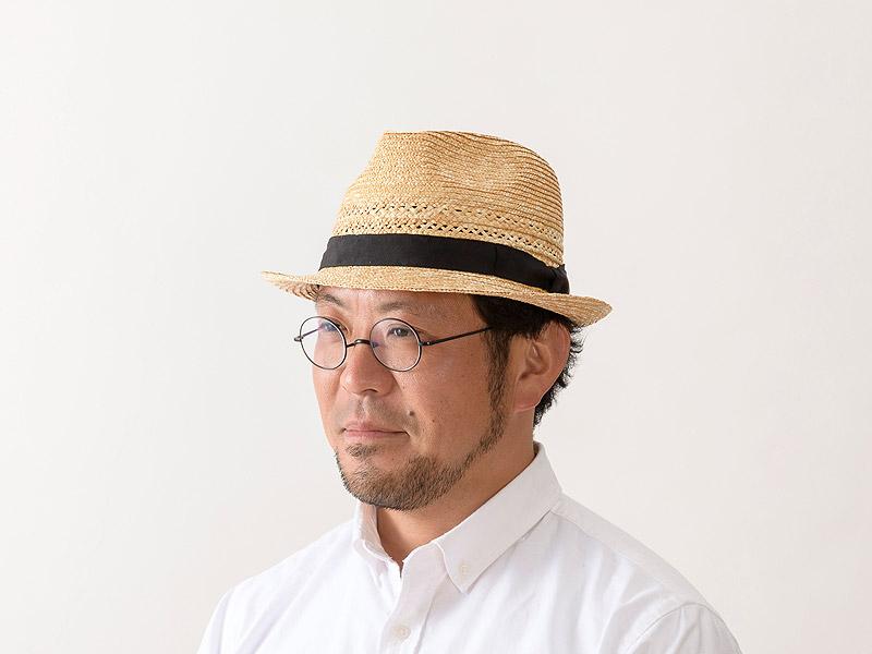 田中帽子店 uk-h073 Timèo ティメオ メッシュ中折れ麦わら帽 男性用 59cm 紳士の夏の定番!中折れ帽子をより洗練されたデザインに仕上げました。アクセントになっている透かし編みが涼しげに彩ります。かぶる人を選ばない型なので、ギフトにも 喜ばれます。