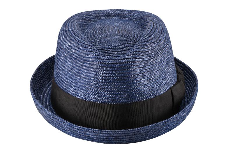 田中帽子店 uk-h077 Lloyd ロイド 麦わら 紳士用 ショートブリム オールアップ 中折れハット 59cm ブリム部は折り返されたオールアップのタイプ。つばが短く、全体的にコンパクトなデザインなので、明るく陽気な印象を与えてくれます。シンプルトラッドにカジュアルをプラスし気軽に帽子を楽しみたい方や、人とは違う帽子でファッションを楽しみたい方、カジュアル・ラフな服装や、比較的しっかりとした装いに合わせたりと幅広く様々な服装に合わせてお使いいただけます。
