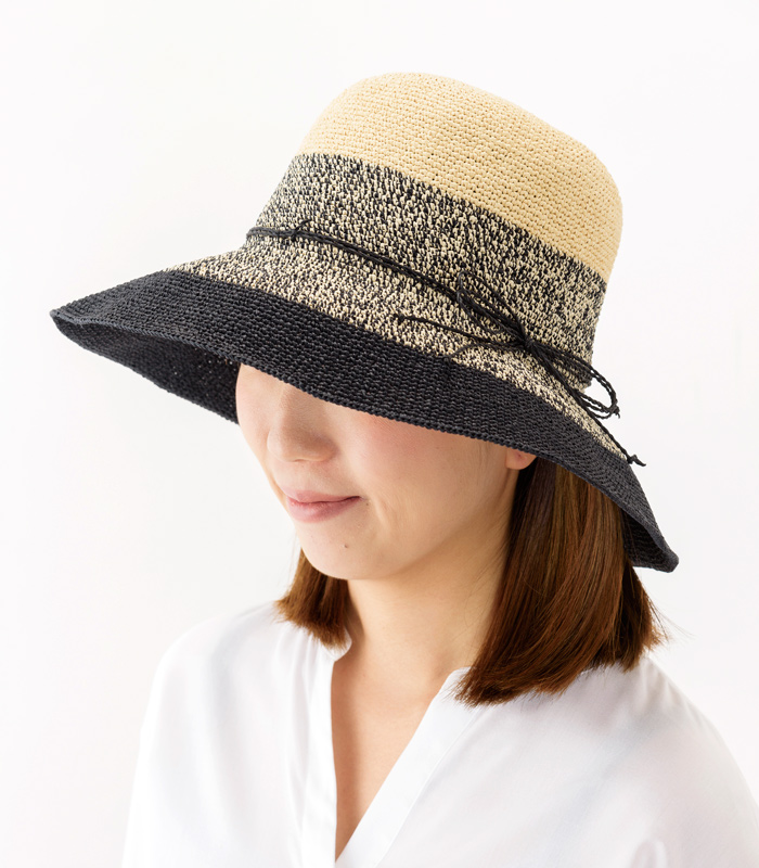 田中帽子店 uk-h080 Aria アリア 洗える ペーパーキャペリン 女性用 58cm 上品な見た目と機能性を兼ね備えた便利な帽子 さらりとした軽やかな素材感を生かし、職人の手で丁寧に編み上げられたペーパーキャペリン。帽子の上品なフォルムが女性らしさを醸し出しています。洗える和紙糸を使用しているため手洗いでの洗濯が可能。見た目の美しさと機能性を兼ね備えた春夏におすすめの帽子です。