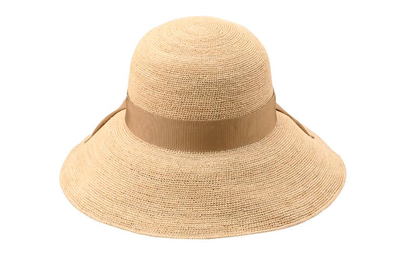 田中帽子店 uk-h091 Fiona フィオナ ラフィア つば広リボン キャペリン 57.5cm シンプルな大きめのリボンがアクセント つば広でしっかりと顔を覆い、日差しをしっかりと遮り日焼け防止に最適。つば先にワイヤー入りで自由に形をアレンジできるので、いろんなスタイルに組合せ自在の飽きのこないデザインです