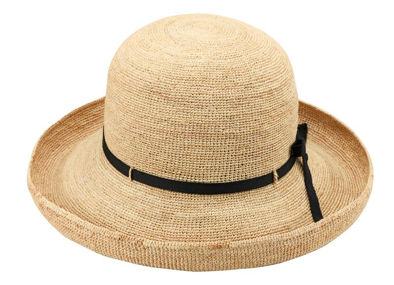 田中帽子店 uk-h093 Claire クレール ラフィア エッジアップリボン 57.5cm ツバアップで軽やかな印象のラフィアハット 手編みのラフィア素材を使った女性用の帽子。前後のつばの長さは一緒で、ツバ先を少しアップさせた軽やかなデザインです。ツバ先に形状記憶のワイヤーが入っているので、型崩れの心配がありません。