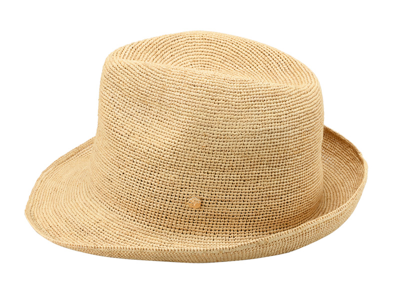 田中帽子店 uk-h094 Caul カール ラフィア チャーム付き 中折れ帽子 57.5cm 折りたたみ可能だから、おでかけにも最適! 丈夫で軽くて通気性も良くこれからの季節に最適な逸品です。使用する程に良い風合いになり、柔らかい素材は折りたたみも可能で、さっとバックに入れて持ち運びにも便利です。