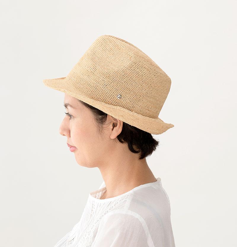 田中帽子店 uk-h094 Caul カール ラフィア チャーム付き 中折れ帽子 57.5cm  モデルカット