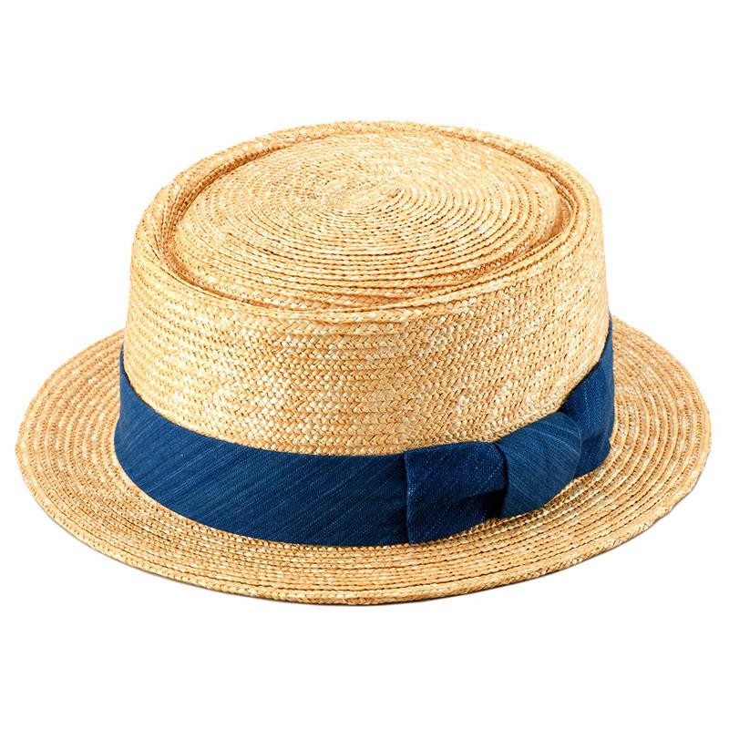 田中帽子店 小島屋 uk-kh036 藍染 ポークパイハット 95cm ベージュ 麦わらの色あいをいかしたカジュアルな印象のベーシックなナチュラルに、カセ染めにより染め上げた糸で織りあげた青縞ラインが美しい藍染リボンをグルリと巻いて仕上げました。匠の職人による日本製の逸品です
