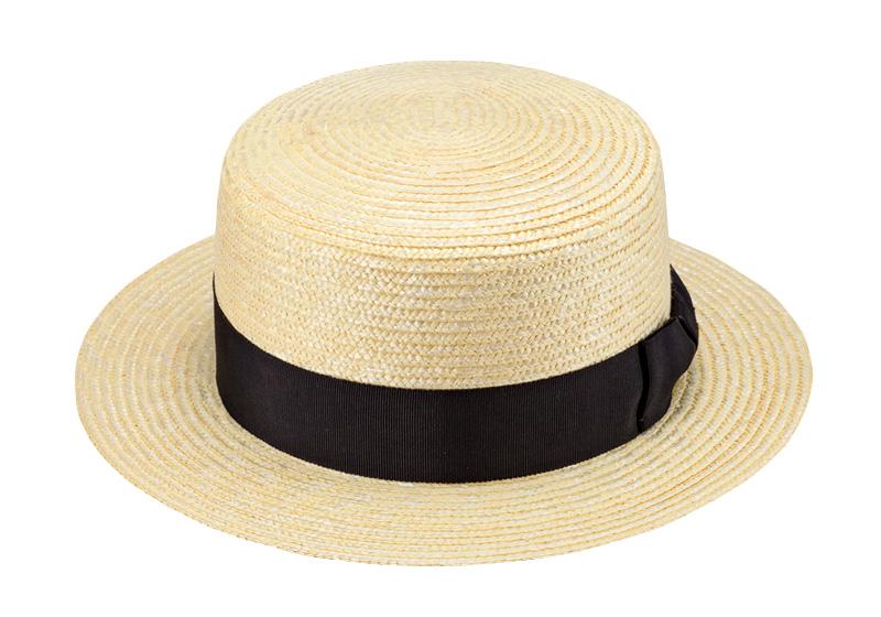 田中帽子店 uk-wh001 wa‐sou-和- GINO ジーノ 麦わら 紳士用カンカン帽子 60cm 麦わら帽子の老舗がつくる、正統派カンカン ラットな頭頂部が特徴のカンカン帽。もともとは、水辺で仕事をする人々のために作られた帽子と言われています。水に濡れても型崩れしないよう、叩くと「カンカン」と音がするほど硬くつくられたことから、この名が付きました。 最近は、女性にも大人気。時を経ても古びない、レトロでモダンな夏の定番帽子です。